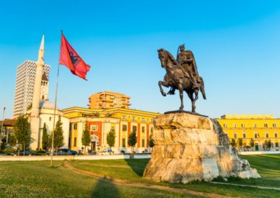 2 La place Skanderbeg