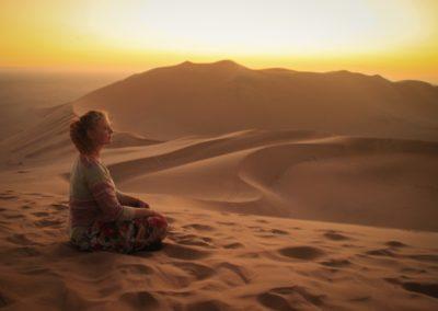 3 Meditation dans le desert immense
