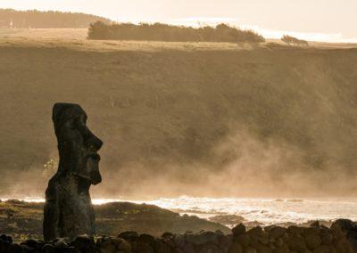 3 Moai devant locean Unesco