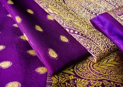 8 Gros plan sur un sari violet