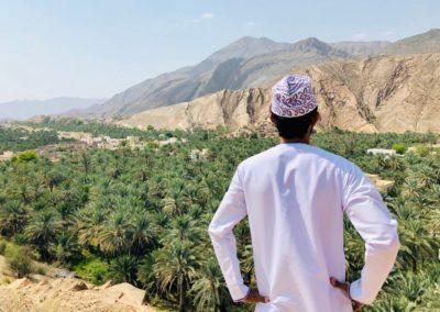 8 Omani en costume traditionnel