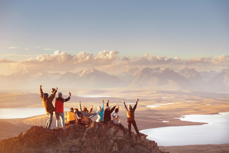 Divers Humain Amis Emotion Montagne Sportif Sommet Aventure Montagne Bonheur Partage S1320628250