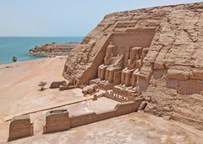 Vue aerienne du Temple Ramses II et du lac Nasser